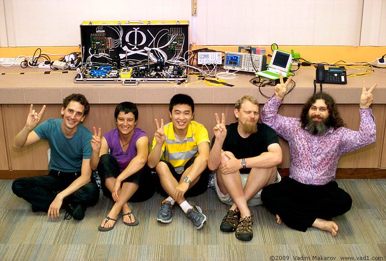 Researchers who did this experiment: Ilja Gerhardt, Antía Lamas-Linares, Qin Liu, Christian Kurtsiefer, Vadim Makarov